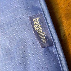 Baggallini Bags - Baggallini  Heat safe travel bag!